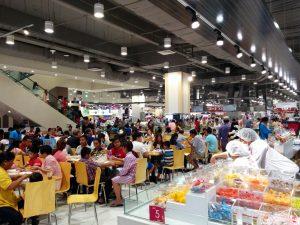 カンボジア・プノンペンのイオンの店内。日本の食材も揃います。