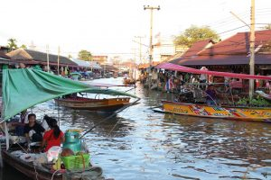 バンコクのフローティングマーケット