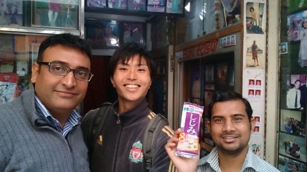味噌汁を売った方も買った方も笑顔です