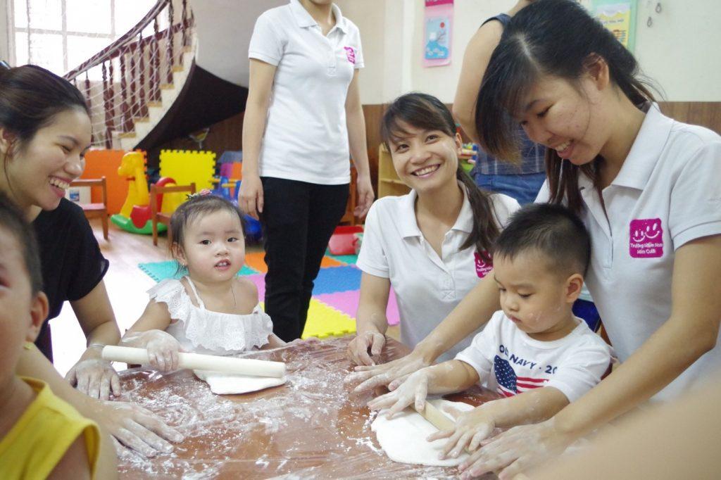 スマイル幼稚園で、園児は様々な経験を積みます。