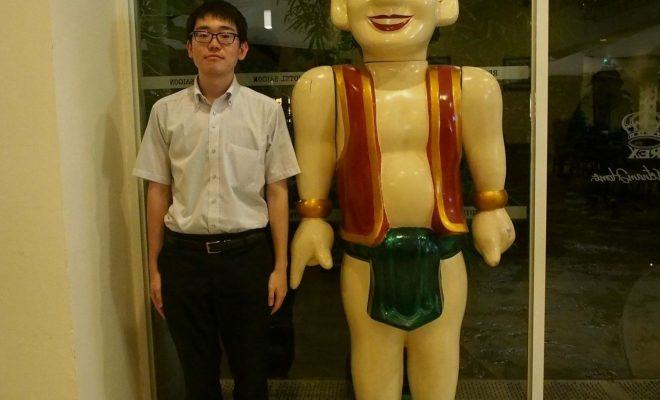 水上人形劇の取材に来た佐藤さん