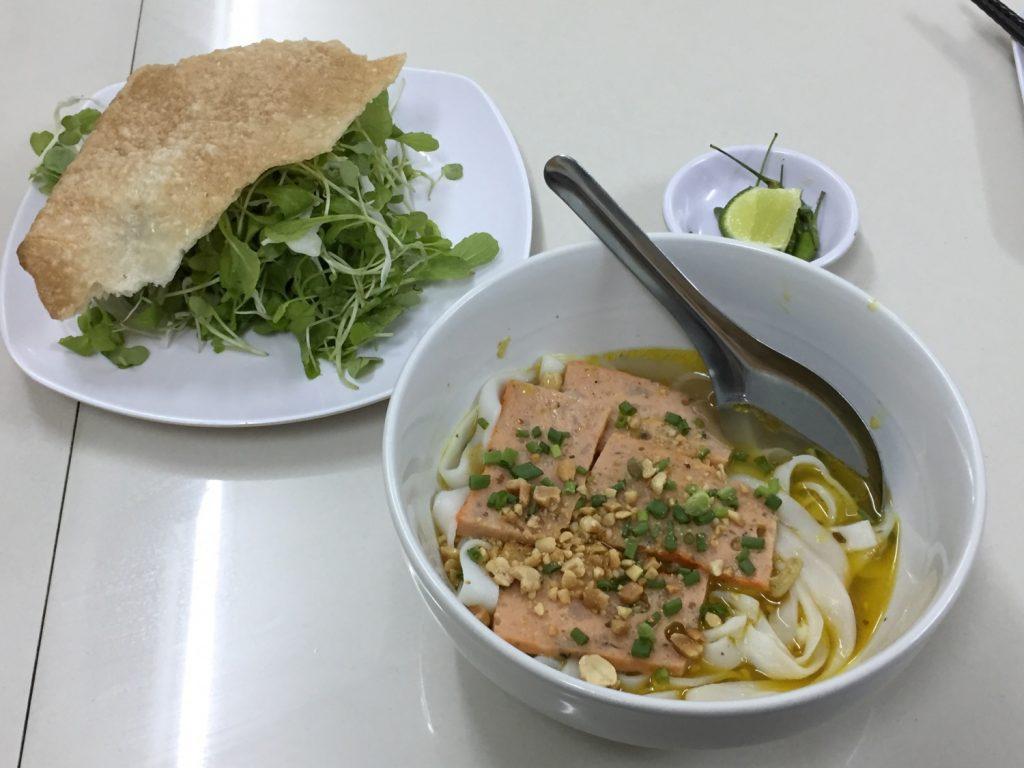 ベトナム中部の麺料理ミークワン